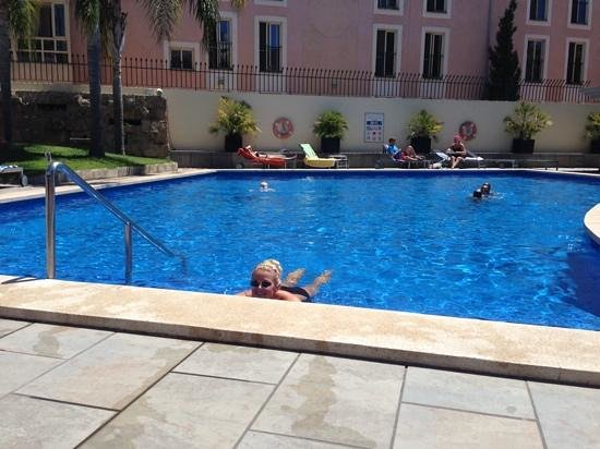 Hotel Isla Mallorca & Spa: Cooling off in the pool.