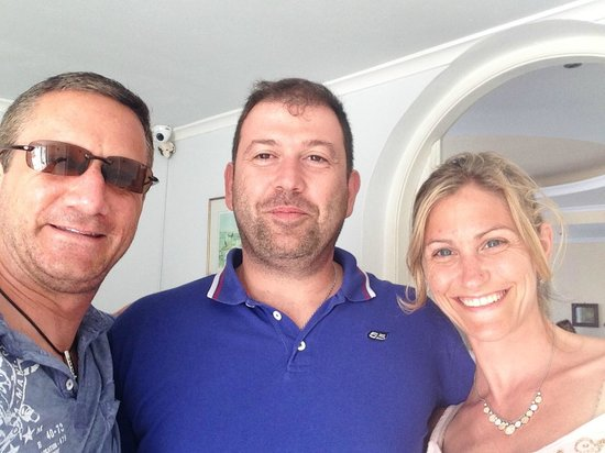 Villa Renos : Vasilis (in the middle) is the bomb and makes sure your stay is top notch!