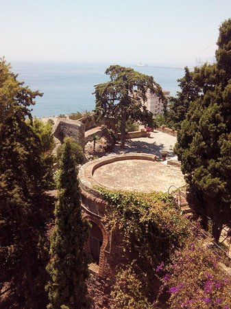 Hotel Castillo de Santa Catalina: Vue des terrasses mais chambre 2 sans vue donne de l'autre côté... moyen...