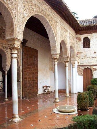 Granada a Pie : El Patio del Palacio
