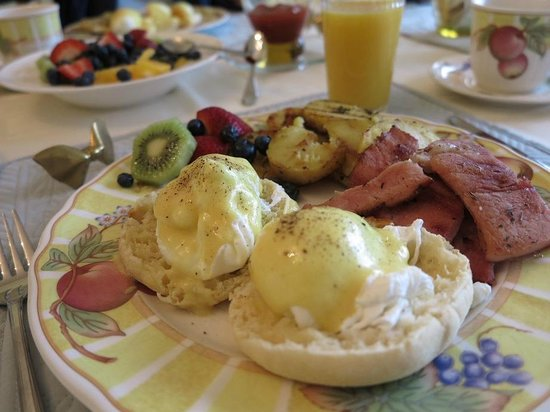 Graycliff Cottage Oceanfront B&B: Delicious breakfast