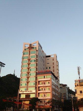 Sea Pearl Hotel: modern kitsk and great location