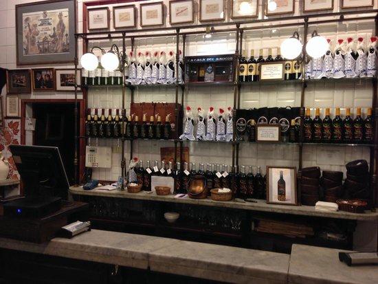 La Casa Del Abuelo : The bar