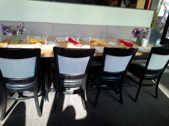 10 Acres Bistro Bar: cute table setting