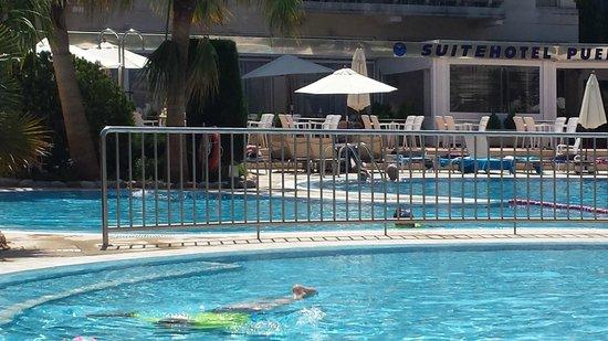 Puerto Azul Suite Hotel: Pool area