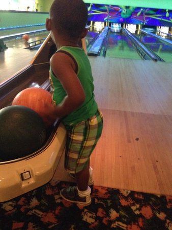 Coral Beach Resort & Suites : Bowling