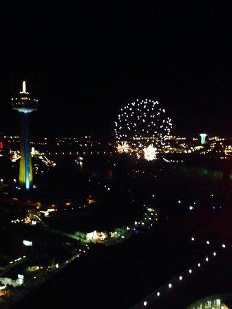 Hilton Niagara Falls/Fallsview Hotel & Suites: Fireworks at night