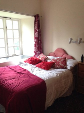 Hengar Manor Country Park: Bedroom - Roughtor
