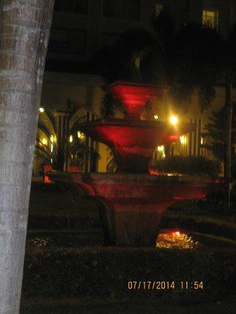 Hotel Riu Guanacaste: Hotel fountain night, one of many