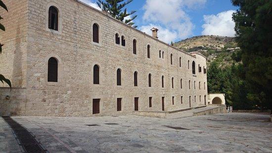 Monastère Ayios Neophytos : Side of Monastry