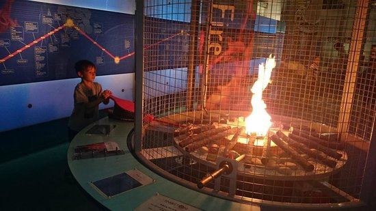 Snibston Discovery Museum and Country Park : Making fire!