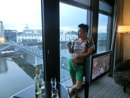 Hyatt Regency Düsseldorf: 這是由房間外拍的景觀