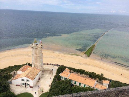 Phare des Baleines : Vue sur la tour des baleines (qui date de Vauban) et est à visiter (beaucoup de charme).