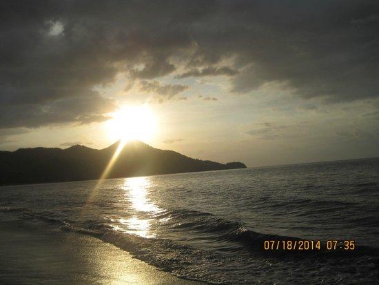 Hotel Riu Guanacaste: Sunset on the beach walking away from the Monkey Bar