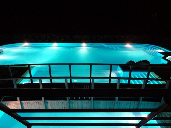 Hotel Dubrovnik Palace : the pool by night