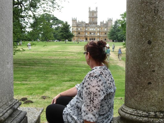 Highclere Castle : There was a scene with Edith sitting like this, just had to recreate it!