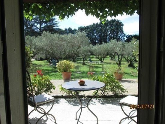 Hotel du Moulin d'Aure : terrasse au bord du jardin