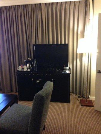 Hilton Sandton: tv area on suite