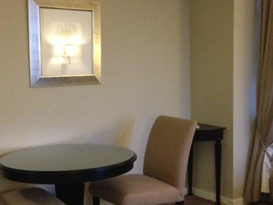 Hilton Sandton: dining table in suite