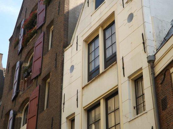 """Avenue Hotel: My """"balcony"""" door!"""