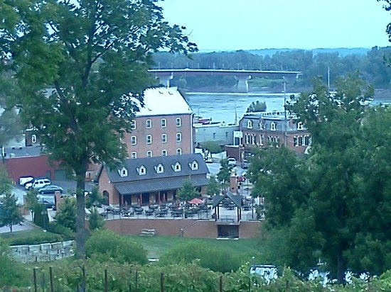 The Inn at Hermannhof: View from Cottage to downtown and Inn's Pavilion