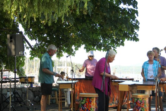 Olympic Lights Bed and Breakfast: Christian & Lea with their Marimba Band
