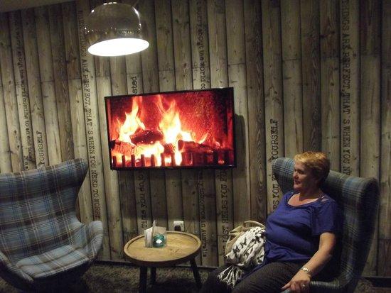 Motel One Edinburgh-Royal: Reception area