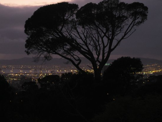 Kensington Place: early morning view of Cape Town from room