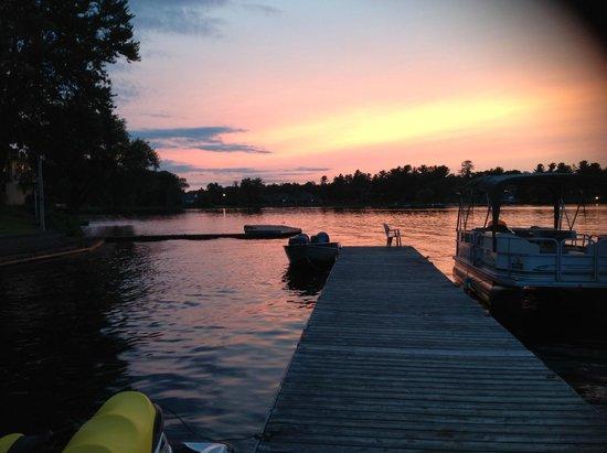Bayview Wildwood Resort: Amazing sunset view at docks