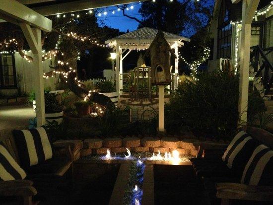 Lamp Lighter Inn & Sunset House Suites: fire pit