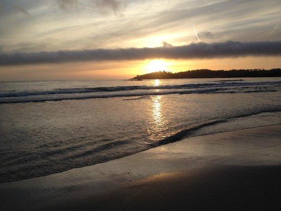 Lamp Lighter Inn & Sunset House Suites: The beach just blocks away