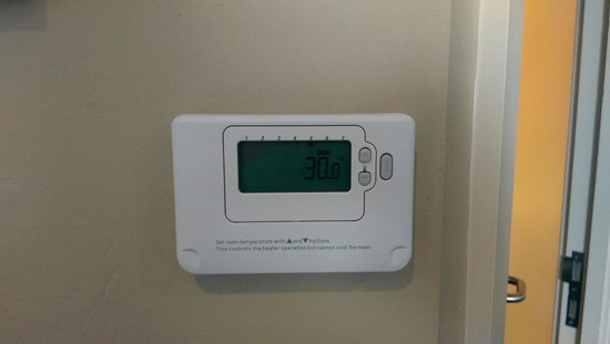 Premier Inn Southampton North Hotel: Sweltering