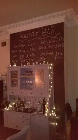 Suenos Guest House: Honesty Bar