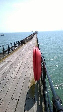 Suenos Guest House: Pier