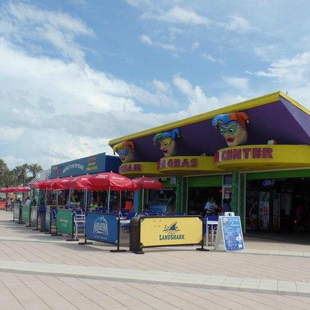 Boardwalk Amusement Area and Pier : Small arcade