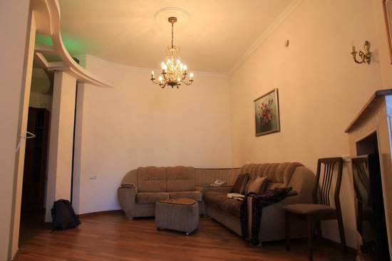 Yerevan Hostel: Living room