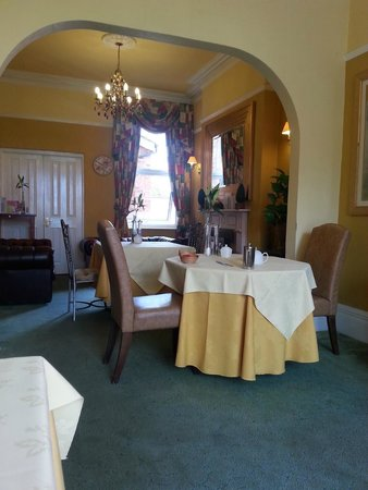 """Bay Tree House Bed & Breakfast: """"Bright & Airy Dining Room"""""""