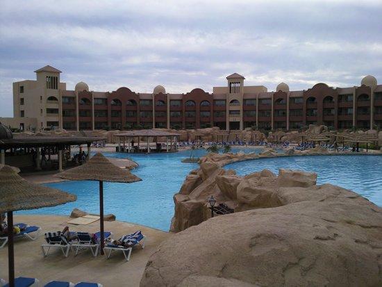 Tirana Aqua Park Resort : one of the pools