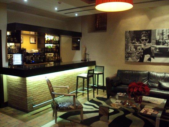 Hotel Monasterio Benedictino: Bar en hall del hotel.