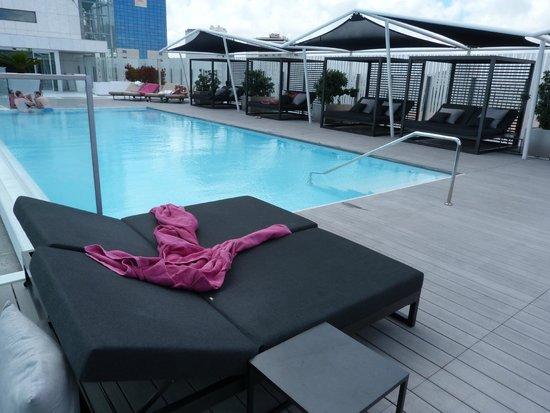 EPIC SANA Lisboa Hotel: piscina exterior en la novena planta