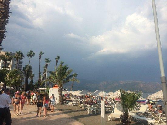 Golden Rock Beach Hotel : Рядом с отелем