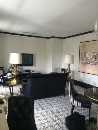 The Carlyle, A Rosewood Hotel: Main Living 1601