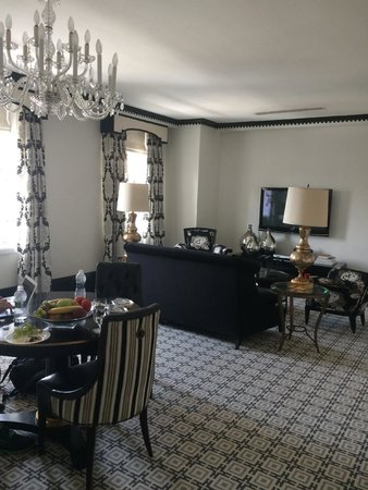 The Carlyle, A Rosewood Hotel: Main Living - 1601