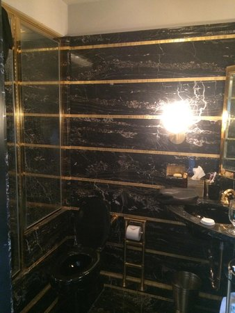 The Carlyle, A Rosewood Hotel: gorgeous suite bath 1601