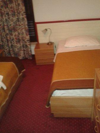 Hotel Jadran: Espacio en la habitacion