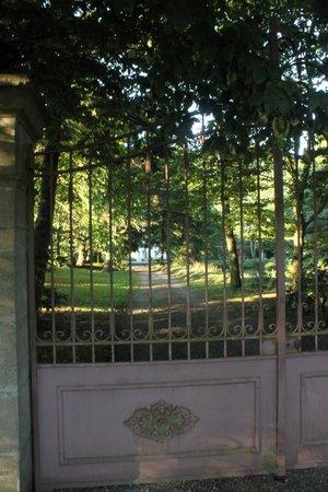 Le Moulin de Blochet : Front gate