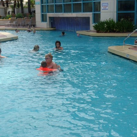 Hilton Daytona Beach / Ocean Walk Village: Indoor/outdoor pool