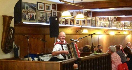 Werdenfelser Hof: Harmonica player~Wunderbar!!