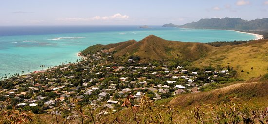 Lanikai Pillboxes: The view to the right, of the neighborhoods.