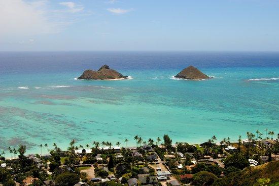 Lanikai Pillboxes: The view straight ahead, of the Mokulua islands.